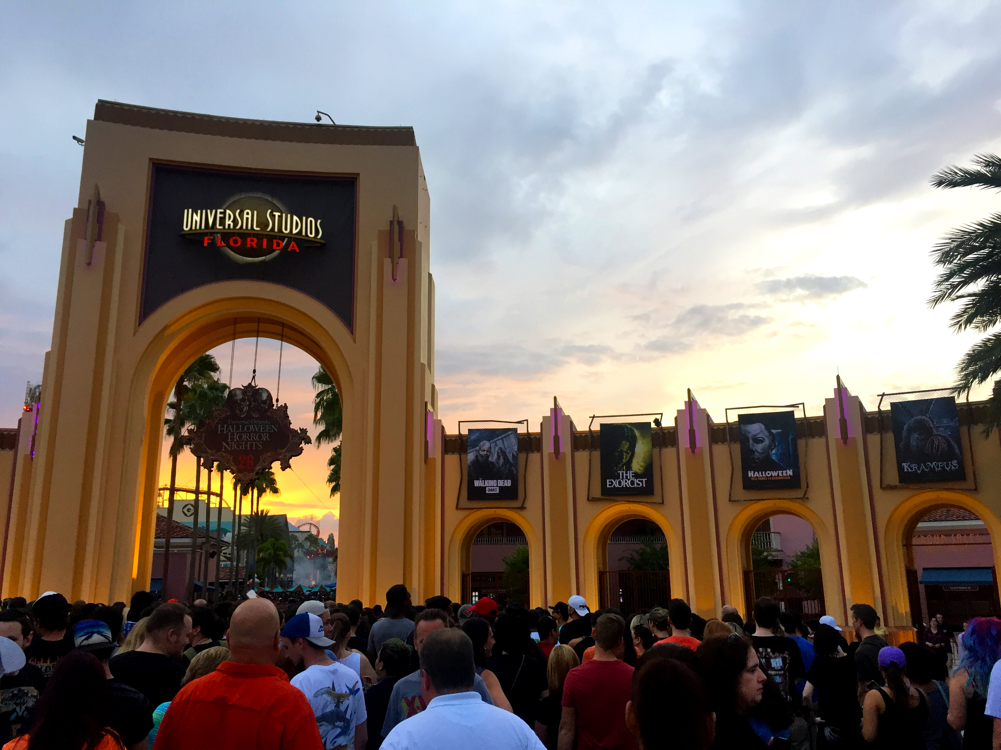 high tech effects hollywood quality scenic and arguably the highest event budget youll find makes it no surprise that hhn has legions of fans dying to get